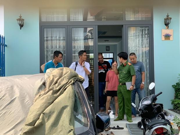 TP.HCM: Truy bắt nhóm trộm đột nhập nhà dân lấy 3 xe tay ga, vàng và... 2 chai rượu ngâm sâm - Ảnh 1.