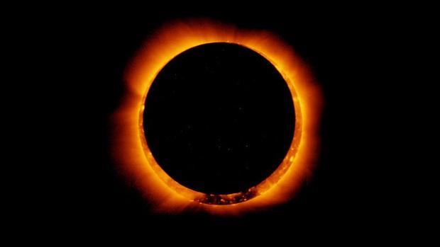 Muôn vàn kiểu chế ảnh nhật thực cực bá đạo của những thánh sáng tạo khi bỏ lỡ hiện tượng thiên văn đình đám - Ảnh 1.