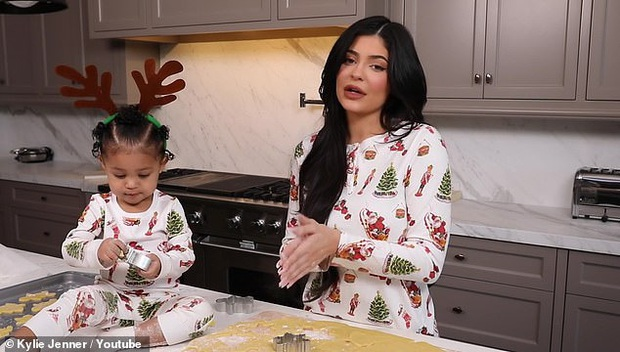 Kylie và Stormi đúng là cặp mẹ con sang chảnh nhất Hollywood: Hết thảm đỏ, giáng sinh, sự kiện đều lồng lộn cả đôi! - Ảnh 3.