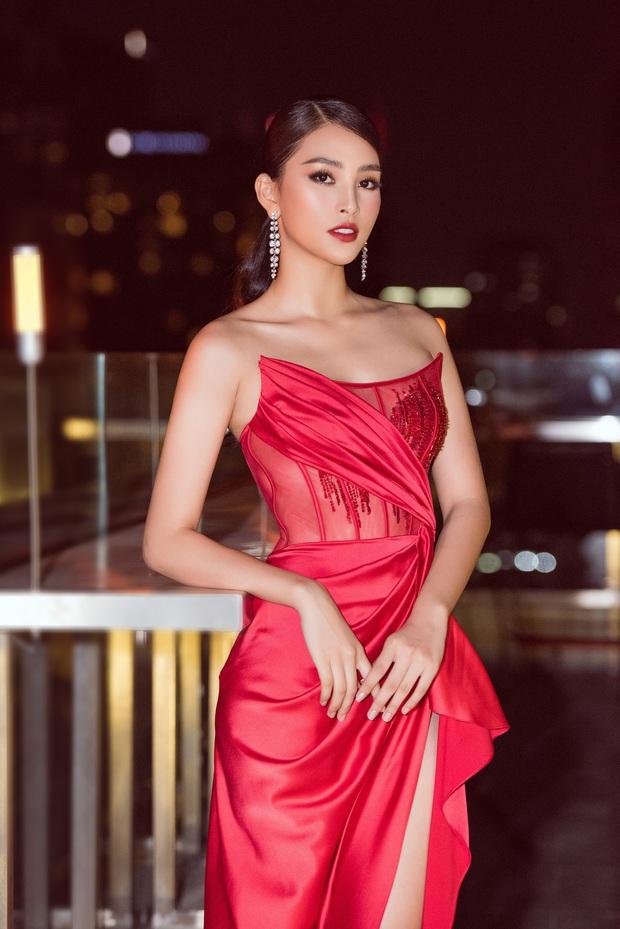 Tiểu Vy ngày càng quyến rũ, diện váy xẻ cao khoe chân dài sexy giữa bộ đôi mỹ nam Song Luân và Lãnh Thanh - Ảnh 1.