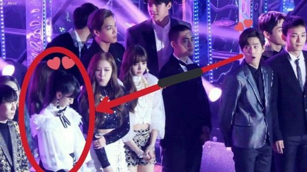 Những cặp đôi 1/1 nằm trong tầm ngắm của Dispatch: Song Hye Kyo hay Hyun Bin, BTS và BLACKPINK, có làm nên cú nổ lớn? - Ảnh 15.