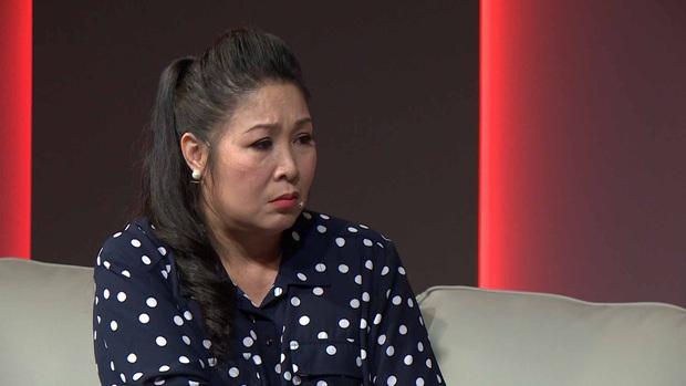 Bà Tân Vlog chùng xuống, ngậm ngùi khi được hỏi về người chồng đã khuất trên truyền hình - Ảnh 5.