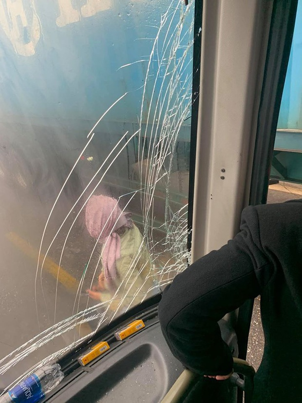Câu chuyện tài xế cho xe khách đổ đèo mất phanh tựa vào hông container, cứu 20 người thoát cửa tử và sự thật phía sau khiến nhiều người bất ngờ - Ảnh 2.