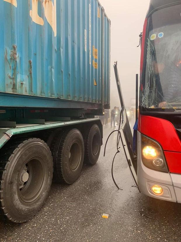 Câu chuyện tài xế cho xe khách đổ đèo mất phanh tựa vào hông container, cứu 20 người thoát cửa tử và sự thật phía sau khiến nhiều người bất ngờ - Ảnh 3.
