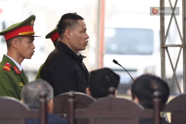 VKS đề nghị 6 án tử hình cho nhóm đối tượng sát hại nữ sinh giao gà, người dân theo dõi phiên tòa đồng loạt vỗ tay - Ảnh 14.