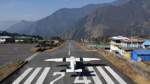 """""""Hồn vía lên mây"""" trước sân bay được mệnh danh nguy hiểm nhất thế giới, phi công sai một li là… đi luôn một đời! - Ảnh 3."""