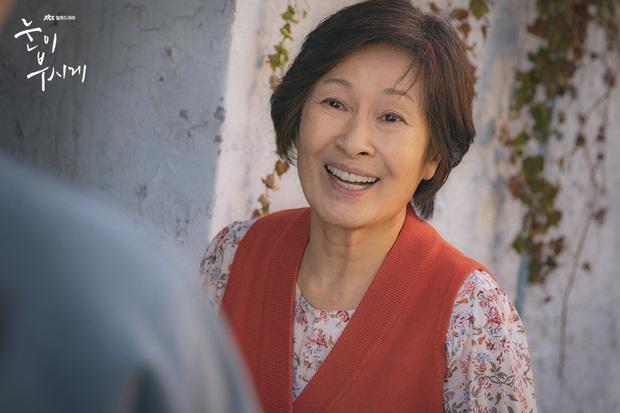 7 nữ chính ấn tượng nhất phim Hàn 2019: IU bứt phá ngoạn mục với bà chủ khách sạn ma - Ảnh 15.