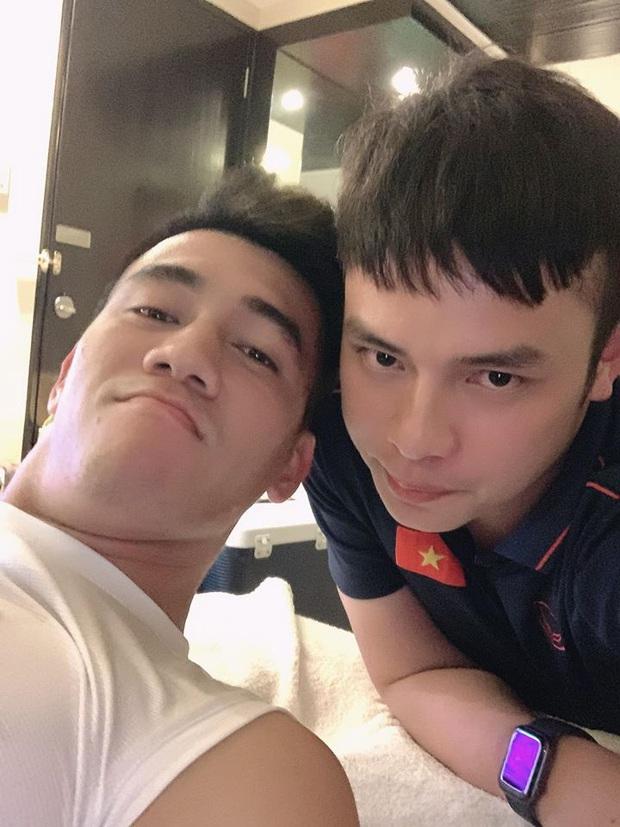 Trợ lý ngôn ngữ mới cực điển trai của thầy Park: So với dàn nam thần U23 Việt Nam cũng một chín một mười đấy! - Ảnh 3.