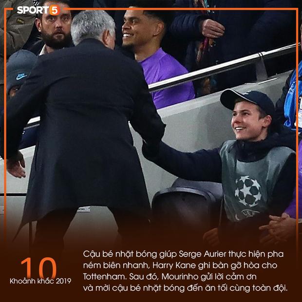 10 khoảnh khắc bóng đá châu Âu đẹp nhất năm 2019: Ronaldo mời Messi ăn tối, Son Heung-min chắp tay xin lỗi CĐV - Ảnh 11.