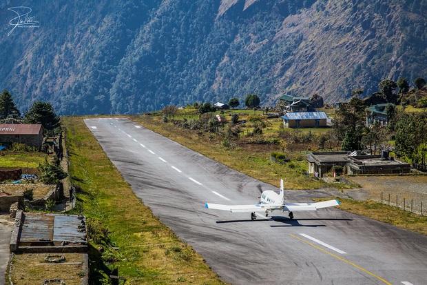 """""""Hồn vía lên mây"""" trước sân bay được mệnh danh nguy hiểm nhất thế giới, phi công sai một li là… đi luôn một đời! - Ảnh 4."""