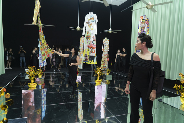 20 năm của Công Trí gói gọn trong một Cục Im Lặng: Áo dài treo trên quạt trần, lập hẳn một điện thờ thần Rắn - Ảnh 23.