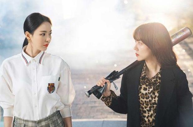 7 nữ chính ấn tượng nhất phim Hàn 2019: IU bứt phá ngoạn mục với bà chủ khách sạn ma - Ảnh 10.