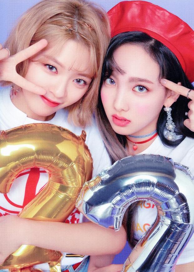 Màn nhường spotlight hot nhất KBS Song Festival tối qua: TWICE quyết giúp Bambam thể hiện, 2 MC cực phẩm dạt hết ra! - Ảnh 5.