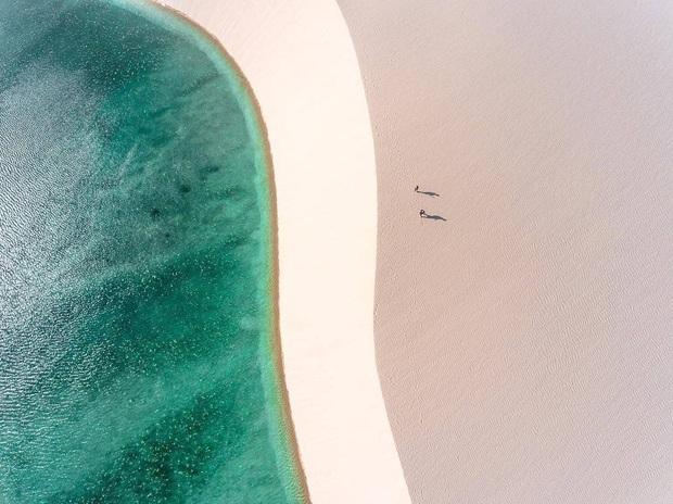 """Dân mạng xôn xao trước loạt ảnh """"tắm biển giữa sa mạc"""" đang gây sốt khắp Brazil, khi tìm ra danh tính của địa điểm mới tá hoả! - Ảnh 11."""