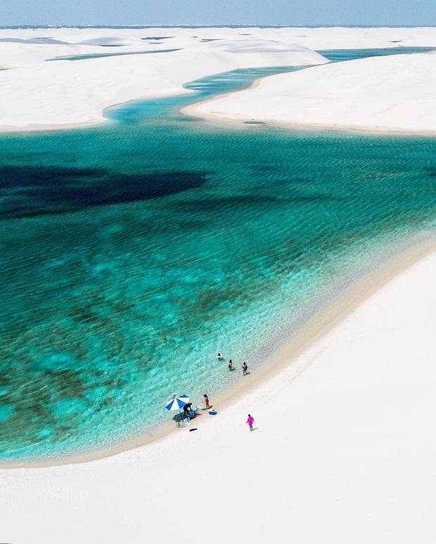"""Dân mạng xôn xao trước loạt ảnh """"tắm biển giữa sa mạc"""" đang gây sốt khắp Brazil, khi tìm ra danh tính của địa điểm mới tá hoả! - Ảnh 12."""