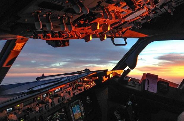 Những bức ảnh về các khu vực bí mật trên máy bay mà du khách không được phép bén mảng tới bao giờ - Ảnh 1.