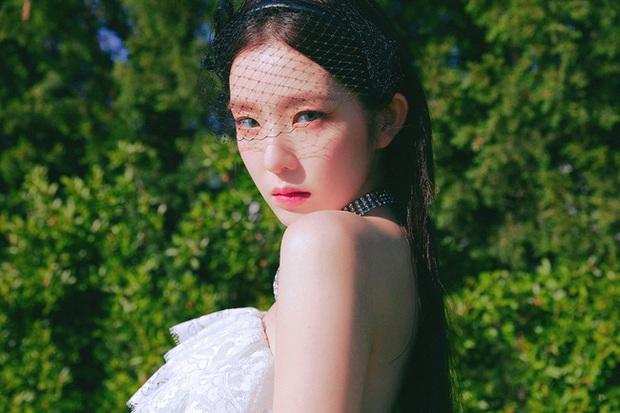 Học Irene (Red Velvet) 2 chiêu makeup đang hot tại Hàn Quốc để đẹp long lanh trong mùa lễ hội cuối năm - Ảnh 1.