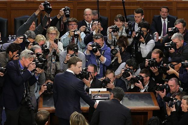 Nhìn lại cả chục phốt lớn của Facebook 2 năm qua: Thế này mà Mark Zuckerberg không điên đầu cũng lạ - Ảnh 2.