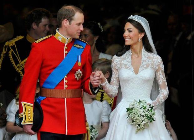 10 khoảnh khắc đã thay đổi Hoàng gia Anh mãi mãi trong một thập kỷ qua - Ảnh 1.