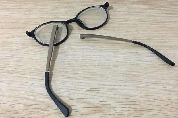 Cháu trai làm vỡ kính của bạn cùng lớp và bị yêu cầu bồi thường, bà nội có cách hành xử đến giáo viên cũng sửng sốt - Ảnh 2.