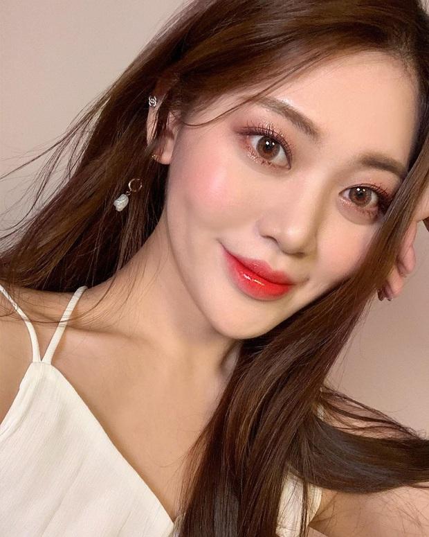 Học Irene (Red Velvet) 2 chiêu makeup đang hot tại Hàn Quốc để đẹp long lanh trong mùa lễ hội cuối năm - Ảnh 11.