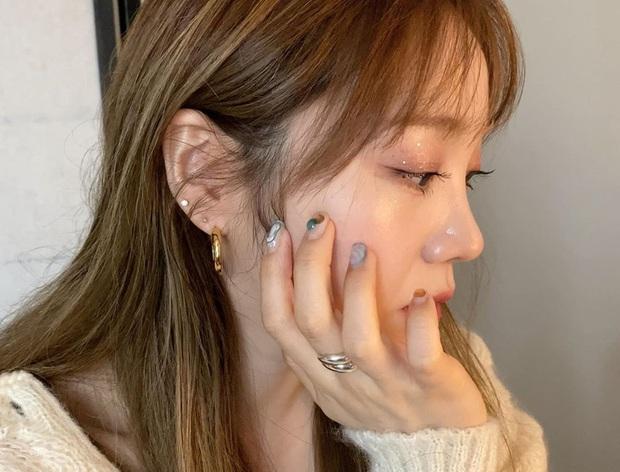 Học Irene (Red Velvet) 2 chiêu makeup đang hot tại Hàn Quốc để đẹp long lanh trong mùa lễ hội cuối năm - Ảnh 10.