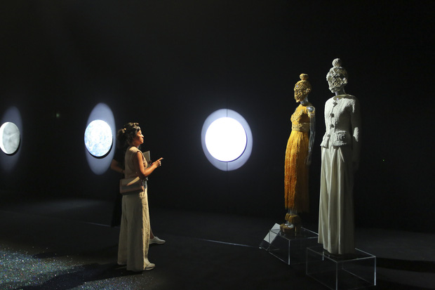 20 năm của Công Trí gói gọn trong một Cục Im Lặng: Áo dài treo trên quạt trần, lập hẳn một điện thờ thần Rắn - Ảnh 29.