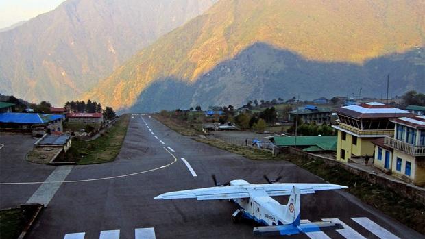 """""""Hồn vía lên mây"""" trước sân bay được mệnh danh nguy hiểm nhất thế giới, phi công sai một li là… đi luôn một đời! - Ảnh 2."""