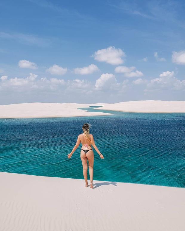"""Dân mạng xôn xao trước loạt ảnh """"tắm biển giữa sa mạc"""" đang gây sốt khắp Brazil, khi tìm ra danh tính của địa điểm mới tá hoả! - Ảnh 1."""