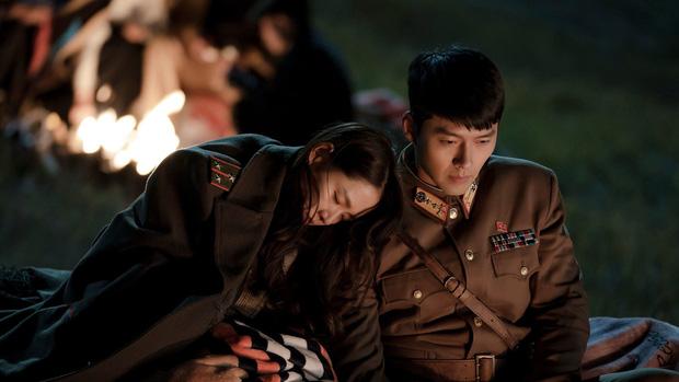 Vừa lọt vào tầm ngắm của Dispatch, Hyun Bin - Son Ye Jin đã để lộ loạt khoảnh khắc mờ ám: Đặc biệt nhất là ánh mắt đằng trai - Ảnh 11.