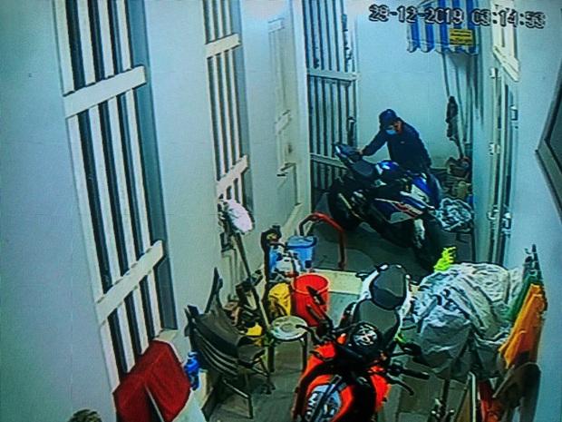 Nhận được tin nhắn từ người lạ, chủ xe mô tô BMW S1000RR trị giá hơn nửa tỷ đồng bị mất trộm đã tìm thấy xe ở Sài Gòn - Ảnh 2.