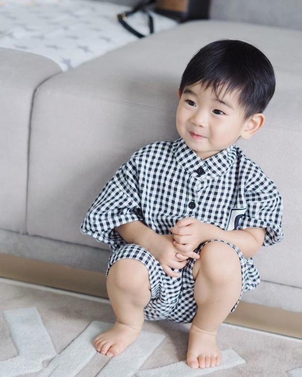 Dàn nhóc tỳ cực phẩm nhà sao Thái: Toàn rich kid, hết lên tạp chí hàng đầu lại đến cover hit BLACKPINK cực chất - Ảnh 19.