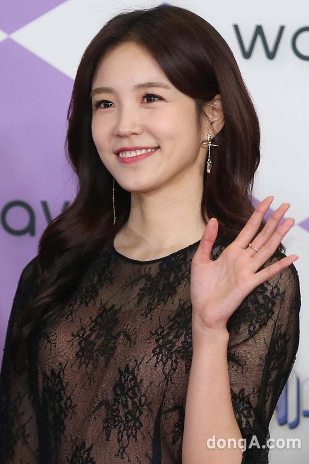 Thảm đỏ SBS Entertainment Awards 2019: Song Ji Hyo sexy khó cưỡng nhưng vẫn bị Somin lấn át, dàn tài tử bảnh bao đụng độ - Ảnh 17.