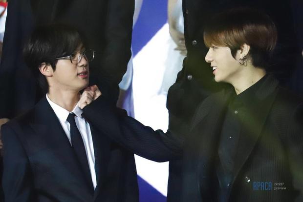 Bữa tiệc đọ visual trong 1 khung hình ở KBS Gayo 2019: BTS - TWICE lép vế vì một cặp đôi tiềm năng mới Kpop? - Ảnh 17.