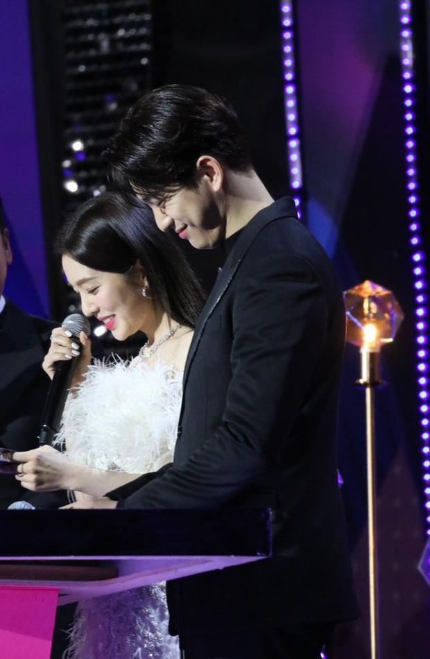 Bữa tiệc đọ visual trong 1 khung hình ở KBS Gayo 2019: BTS - TWICE lép vế vì một cặp đôi tiềm năng mới Kpop? - Ảnh 6.