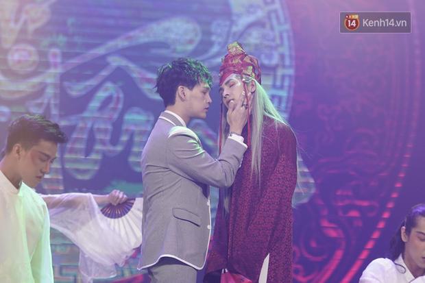 Fanmeeting ở Hà Nội chỉ dám nắm tay nhưng vào đến TP. HCM thì Nguyễn Trần Trung Quân và Denis Đặng bung xõa hôn nhau luôn, gần ngày ra MV có khác! - Ảnh 3.