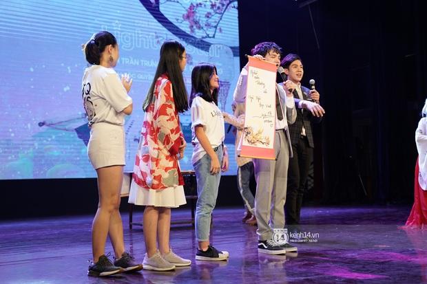 Nguyễn Trần Trung Quân hát nhạc Sơn Tùng, bất ngờ tung teaser Canh Ba hé lộ cảnh kết hôn với Denis Đặng trong fanmeeting tại TP.HCM - Ảnh 6.