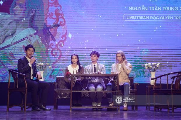 Nguyễn Trần Trung Quân hát nhạc Sơn Tùng, bất ngờ tung teaser Canh Ba hé lộ cảnh kết hôn với Denis Đặng trong fanmeeting tại TP.HCM - Ảnh 14.
