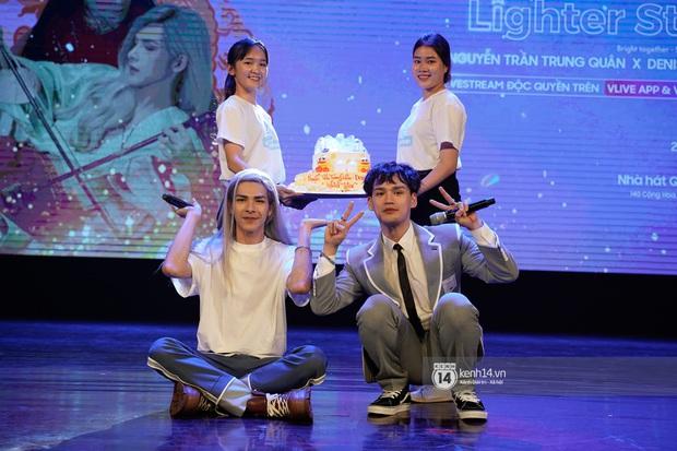 Nguyễn Trần Trung Quân hát nhạc Sơn Tùng, bất ngờ tung teaser Canh Ba hé lộ cảnh kết hôn với Denis Đặng trong fanmeeting tại TP.HCM - Ảnh 15.
