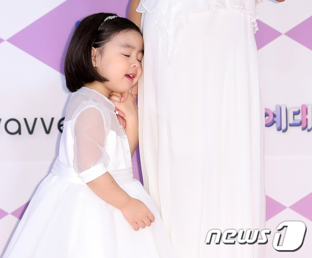 Thảm đỏ SBS Entertainment Awards 2019: Song Ji Hyo sexy khó cưỡng nhưng vẫn bị Somin lấn át, dàn tài tử bảnh bao đụng độ - Ảnh 20.
