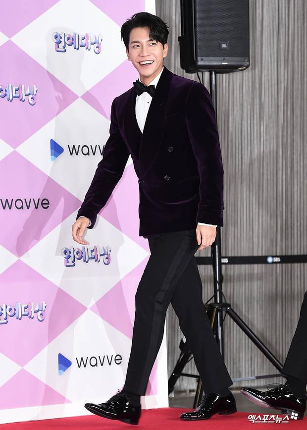 Thảm đỏ SBS Entertainment Awards 2019: Song Ji Hyo sexy khó cưỡng nhưng vẫn bị Somin lấn át, dàn tài tử bảnh bao đụng độ - Ảnh 13.