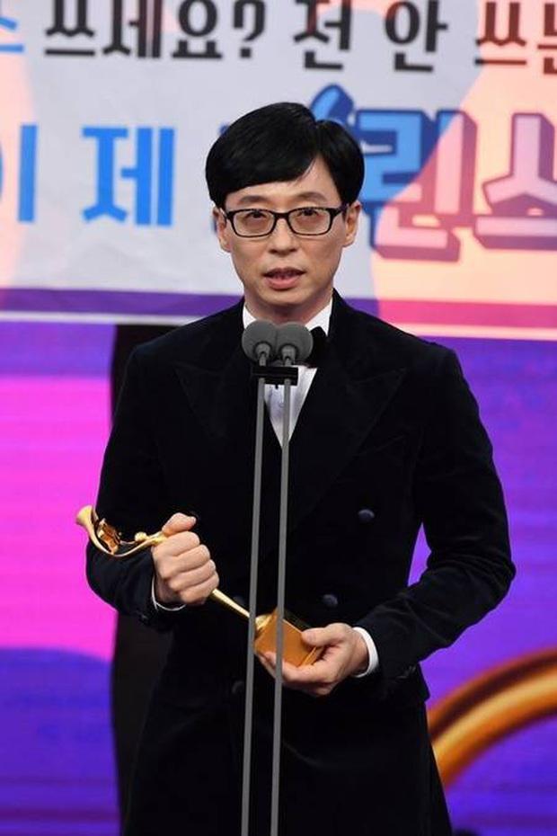 Thập kỉ vàng của MC Quốc dân Yoo Jae Suk: Tường thành giải trí khó có thể xô đổ - Ảnh 11.