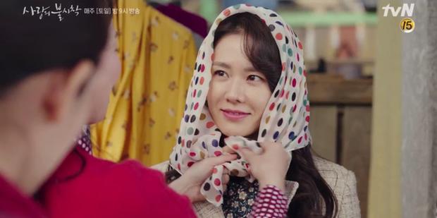 Thấy tài phiệt Son Ye Jin nắm chặt tay trai lạ, Hyun Bin ghen nổ mắt ở tập 5 Tình Yêu Hạ Cánh - Ảnh 6.