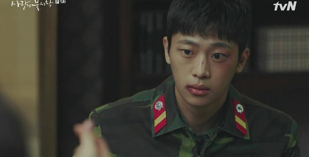Thấy tài phiệt Son Ye Jin nắm chặt tay trai lạ, Hyun Bin ghen nổ mắt ở tập 5 Tình Yêu Hạ Cánh - Ảnh 5.