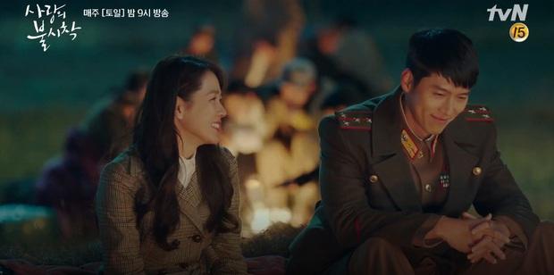 Thấy tài phiệt Son Ye Jin nắm chặt tay trai lạ, Hyun Bin ghen nổ mắt ở tập 5 Tình Yêu Hạ Cánh - Ảnh 8.