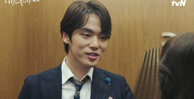 Thấy tài phiệt Son Ye Jin nắm chặt tay trai lạ, Hyun Bin ghen nổ mắt ở tập 5 Tình Yêu Hạ Cánh - Ảnh 9.