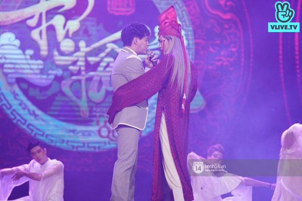 Nguyễn Trần Trung Quân hát nhạc Sơn Tùng, bất ngờ tung teaser Canh Ba hé lộ cảnh kết hôn với Denis Đặng trong fanmeeting tại TP.HCM - Ảnh 1.