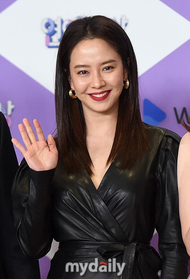 Thảm đỏ SBS Entertainment Awards 2019: Song Ji Hyo sexy khó cưỡng nhưng vẫn bị Somin lấn át, dàn tài tử bảnh bao đụng độ - Ảnh 2.