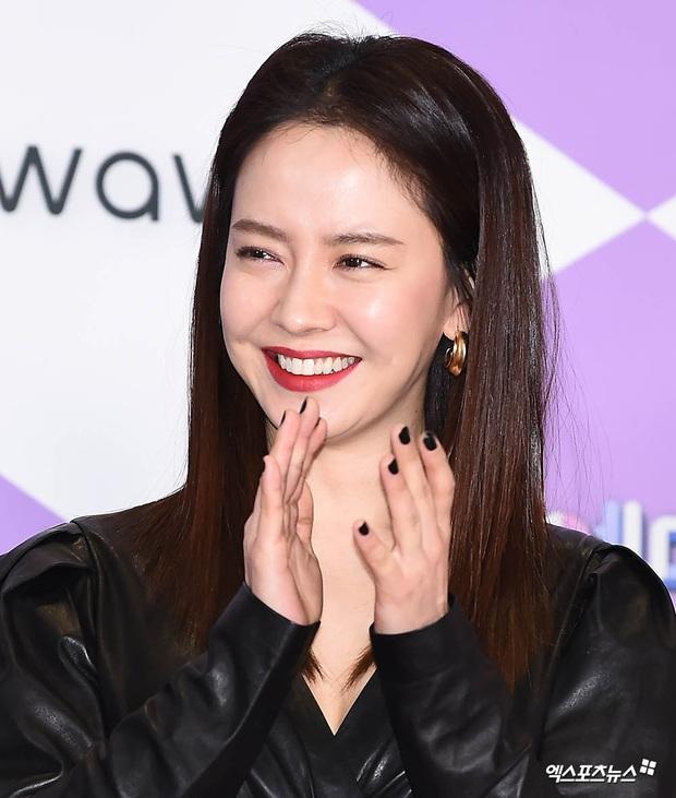 Thảm đỏ SBS Entertainment Awards 2019: Song Ji Hyo sexy khó cưỡng nhưng vẫn bị Somin lấn át, dàn tài tử bảnh bao đụng độ - Ảnh 3.