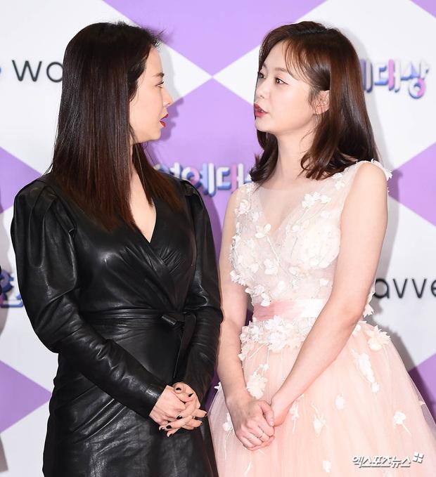 Thảm đỏ SBS Entertainment Awards 2019: Song Ji Hyo sexy khó cưỡng nhưng vẫn bị Somin lấn át, dàn tài tử bảnh bao đụng độ - Ảnh 7.